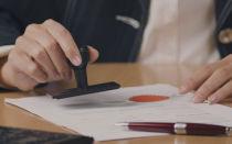 Сколько берет юрист за оформление дарственной и нужно ли заверять договор дарения у нотариуса?